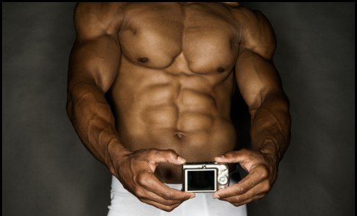 Man with ripped abdominal muscles